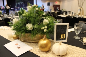 Hangers table arrangement 8 (1 of 1)